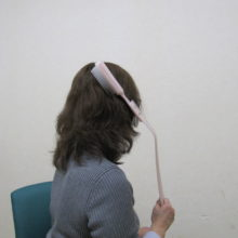 柄付きヘアブラシ使用時の様子
