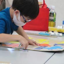 小学生の制作風景